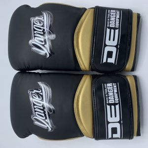 Guante de boxeo Danger Rocket 5.0 Chicago gold de color negro y dorado